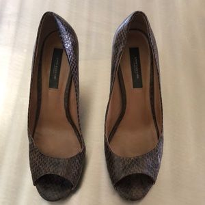Ann Taylor Perfect Peeptoe Pump sz 7m